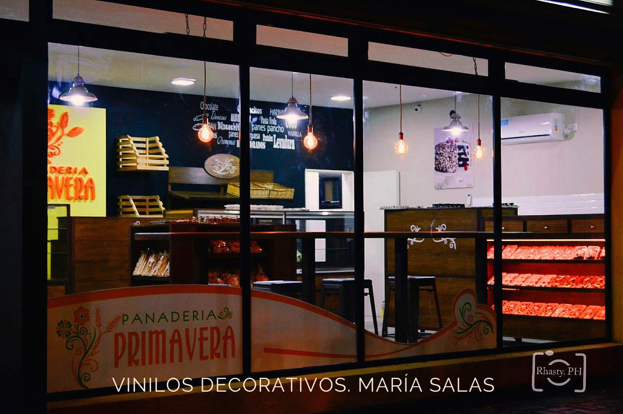 Vinilos de corativos para la panadería Primavera por María Salas, Diseño e interiores