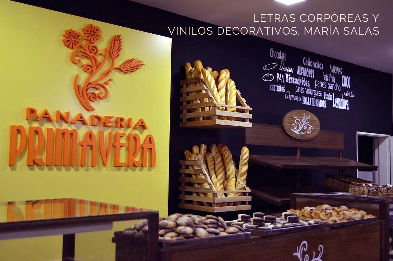Carteles y letras corporeas para la panadería Primavera por María Salas, Diseño e interiores