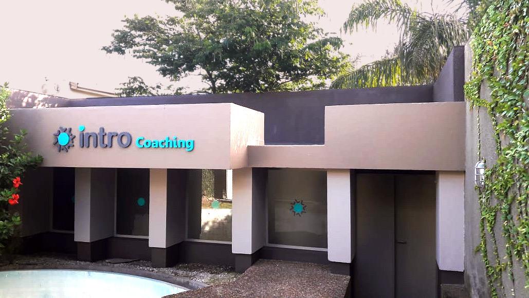 Renovación imagen corporativa Intro Coaching.