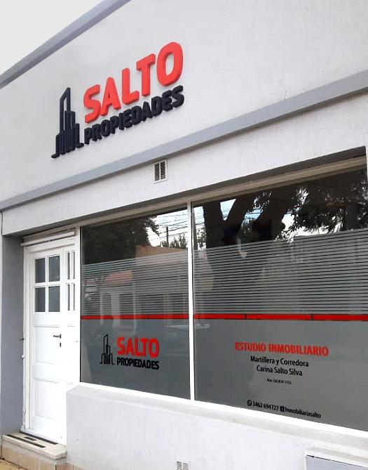 Rotulación de vidrieras para Salto Propiedades por María Salas