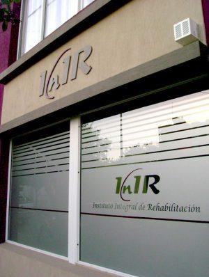 Rotulación de vidrieras para clínicas by María Salas